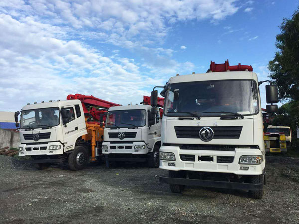 25m pumpcrete in construction site