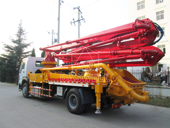 33m-concrete-pump-truck-machine