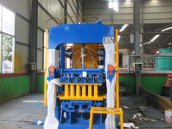 QT5-15 concrete block making machine