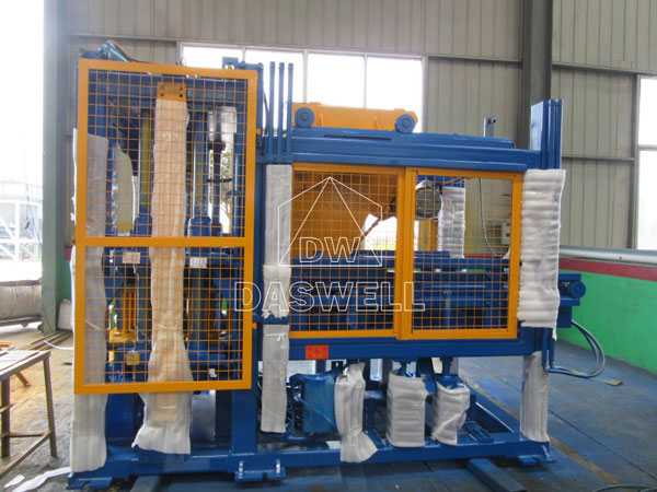 QT5-15 concrete brick block machine