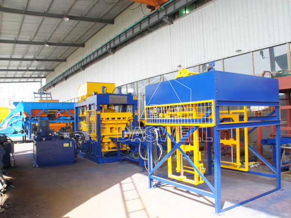 QT8-15 concrete block brick machine