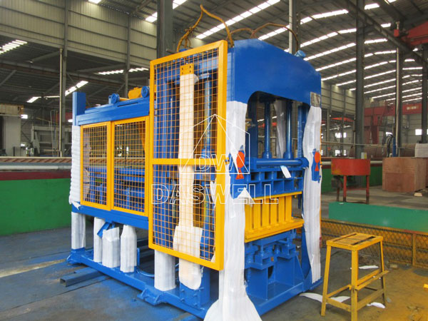 QT4-15 interlocking brick machine