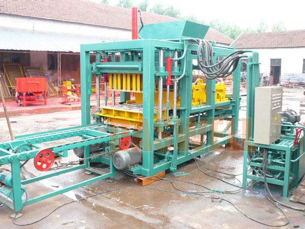 QT5-15 interlock brick machine
